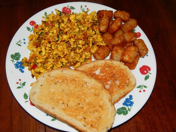 Sunday Breakfast Indian Tofu Scramble (Tofu Bhirji)