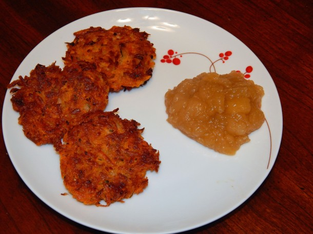 sweet potato latkes with spiced applesauce 1