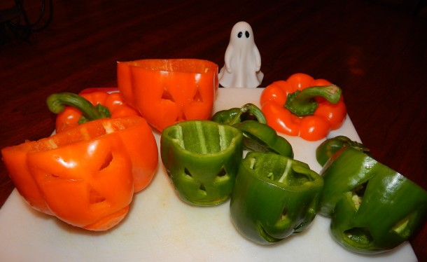 bell-pepper-jack-o-lanterns-w-ghost